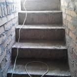 Бетонная лестница в погреб