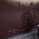 Позолота кованых элементов на воротах