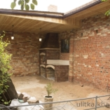 Беседка с мангалом в частном дворе