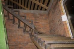 Лестница на 2 этаж в дачном домике