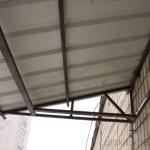 Козырек из профлиста над балконом