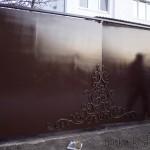«Позолоченный» узор на воротах