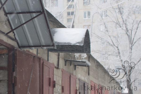 Козырек из поликарбоната над гаражом