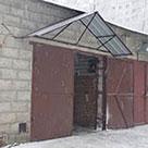 Козырек над гаражом из профнастила