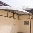 Изящный навес из поликарбоната для частного дома